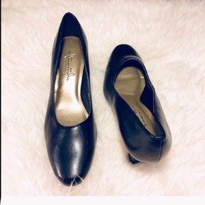 NEW Hush Puppies Black comfort heel size 6.5 nwot